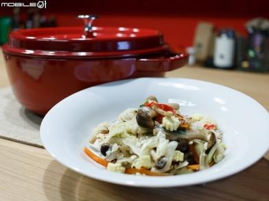 小惡魔鑄鐵鍋料理分享 綜合蔬菜炊飯