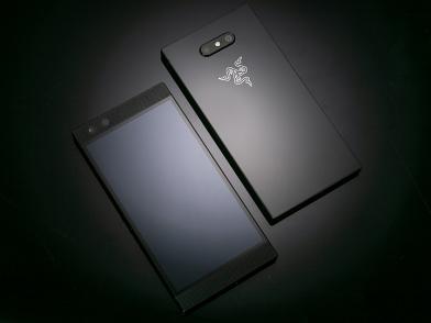 Razer Phone 2搶先開箱!規格趕上、Chroma背光總算登場